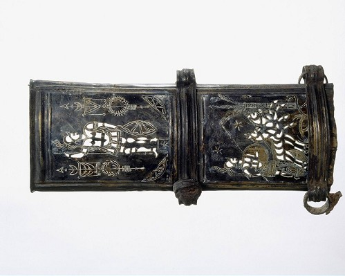 Verzilverd bronzen zwaardschedebeslag