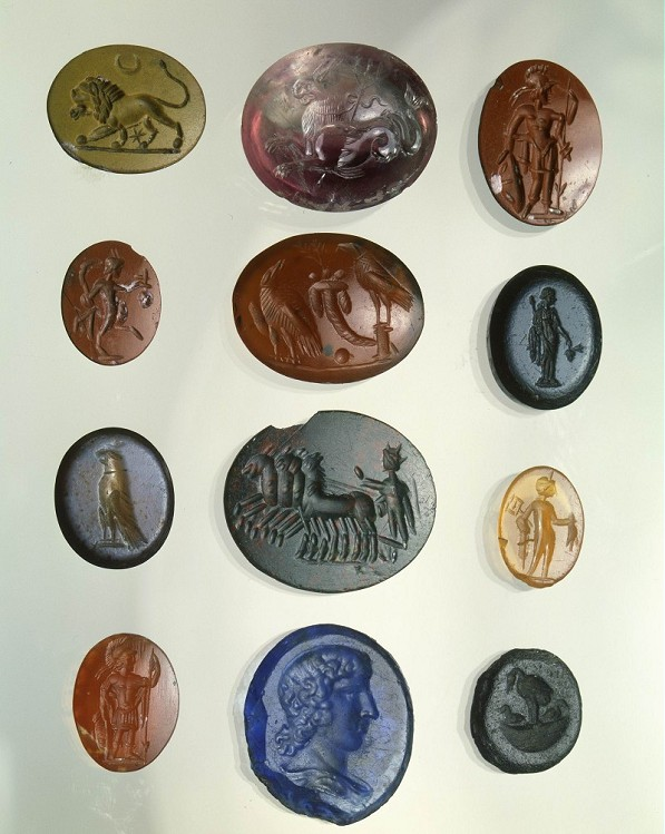 Collection of engraved gems and semi-precious stones